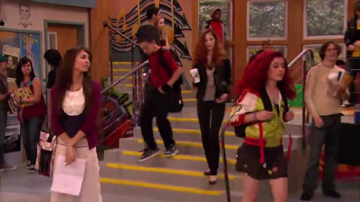 Cat being clueless for 6 and a half minutes! Ariana and victorious
