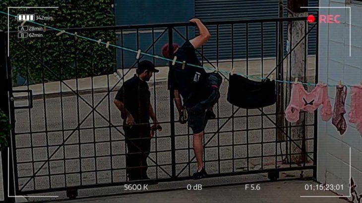 Roba tangas, quedó atorado hasta que llegó la policía