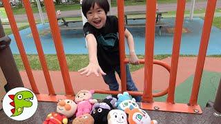レオくんが公園でアンパンマンたちとかくれんぼをするよ! トイキッズ